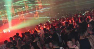 Coronavirus, nuovi casi di contagio in discoteca: da Carloforte alla Versilia. Continuano le sanzioni per assembramenti