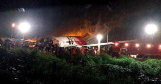 """India, aereo si schianta durante l'atterraggio in Kerala: almeno 20 morti e 140 feriti. Polemiche sulla pista: """"Troppo pericolosa"""""""