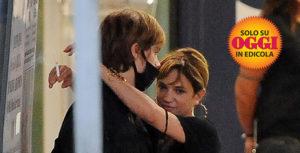 Asia Argento paparazzata mentre abbraccia un 17enne in aeroporto: ecco chi è Andrea Pittorino