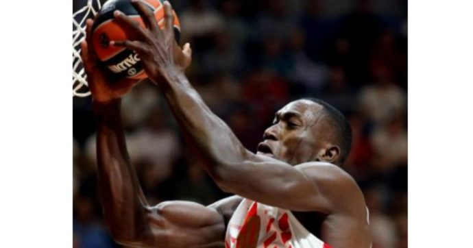 Basket, morto per un infarto Micheal Ojo: il 27enne nigeriano si stava allenando con la Stella Rossa di Belgrado