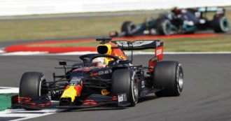 Formula 1, Verstappen batte le Mercedes nel Gp di Silverstone. Quarta la Ferrari di Leclerc, dodicesimo Vettel dopo testa-coda