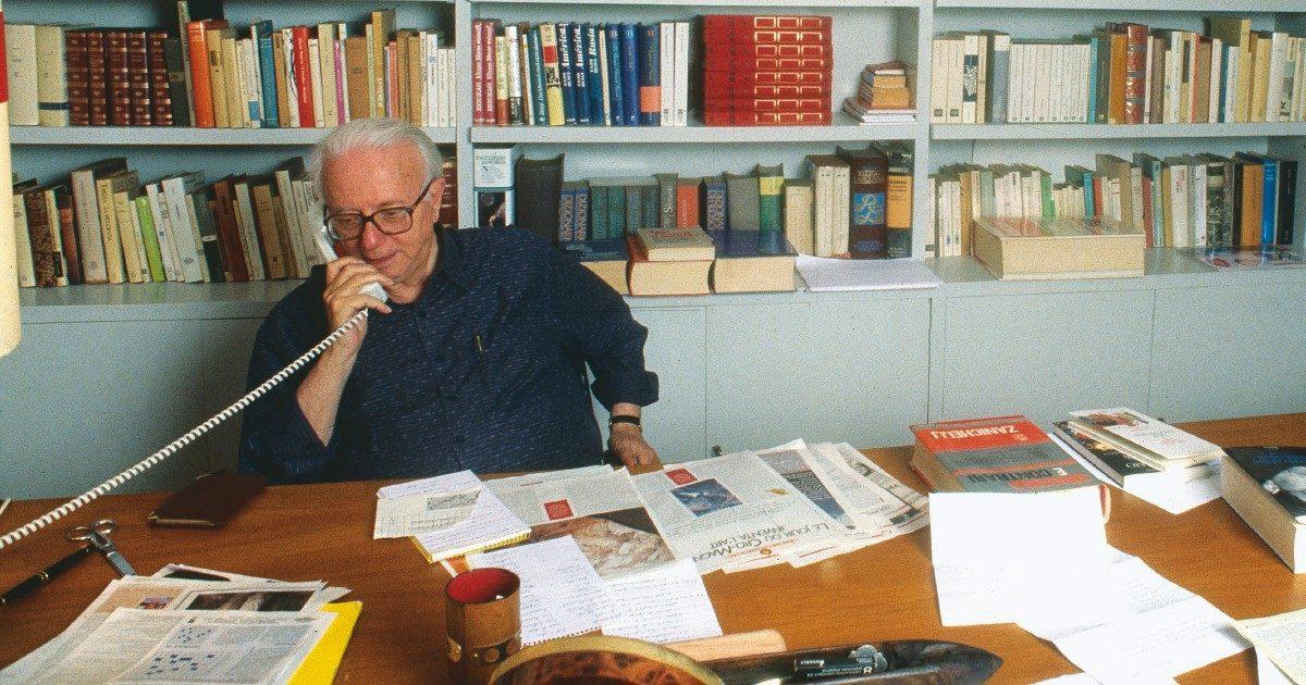 """Enzo Biagi, cento anni fa nasceva il giornalista """"con la schiena dritta"""" che creò un modo nuovo di fare tv"""