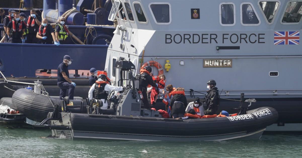 """Gran Bretagna, record di sbarchi di migranti dalla Francia. Ma per  """"riprendersi i confini"""" Johnson dipende dall'Europa - Il Fatto Quotidiano"""