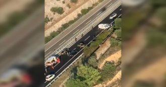 Rapina a portavalori sull'A14, l'elicottero della polizia sorvola la zona: il video dall'alto delle code in autostrada e del furgone assaltato