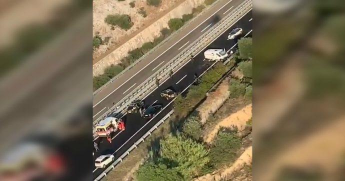 Assalto a un portavalori sull'A14: sparatoria e auto in fiamme in autostrada nel Foggiano