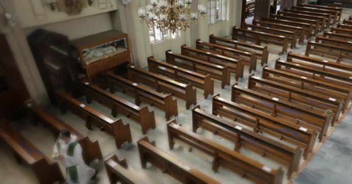 """""""Stalking e palpeggiamenti su decine di donne per 40 anni"""": compositore di musica sacra accusato di molestie. 32 diocesi cancellano i suoi inni"""