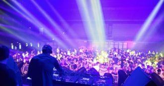 Cervia, 91 ragazzi positivi tra i 16 e i 20 anni: erano nella stessa discoteca a Ferragosto
