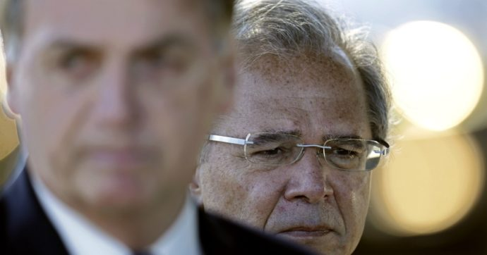 """Brasile, Bolsonaro pronto a violare la legge sul tetto alla spesa pubblica. Ministro Economia: """"Se lo fa, chiederemo impeachment"""""""
