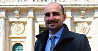 """Politici col bonus, deputato M5s deferito ai probiviri. Crimi: """"Chiesta la sospensione di Marco Rizzone"""""""