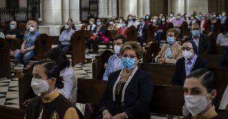 Chiesa, a messa tornano cori e cantori e cade l'obbligo del distanziamento sociale: le nuove indicazioni del Viminale