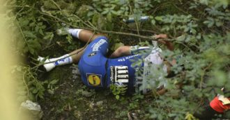 """Giro di Lombardia, brutta caduta per il belga Evenepoel in discesa: sbatte contro un muretto e precipita in un burrone. """"È cosciente"""""""