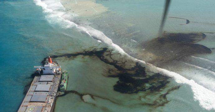 Mauritius, la petroliera giapponese incagliata sulla barriera corallina sta per spezzarsi