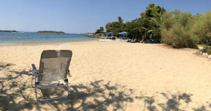 Spiagge zeppe di gente in tutta Italia, quasi soli sulla costa greca: ma gli untori siamo noi!