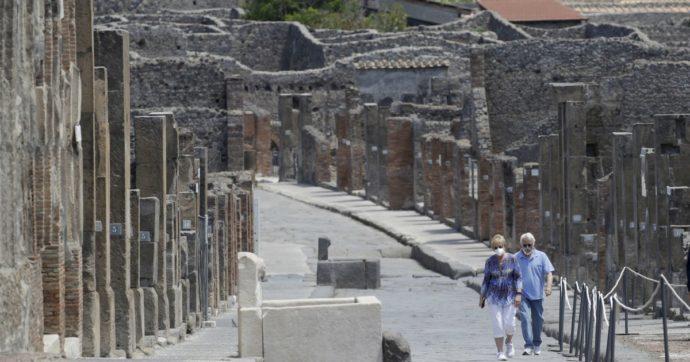 Sale sul tetto delle Terme centrali di Pompei per farsi un selfie: turista rischia 3mila euro di multa