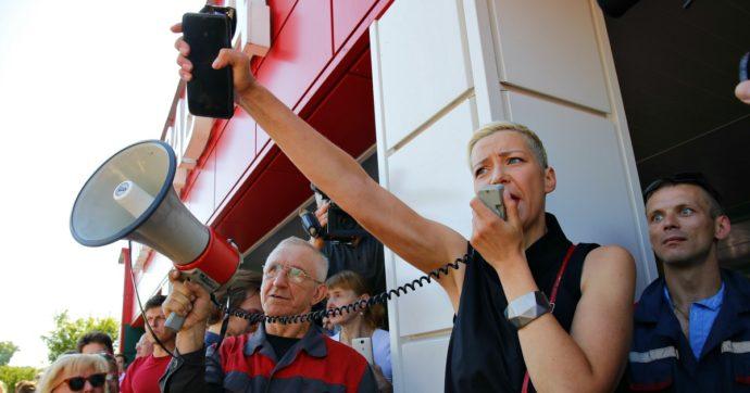 """Bielorussia in sciopero contro Lukashenko: anche i dipendenti della tv pubblica. Media: """"Mezzi militari russi in viaggio verso il Paese"""""""