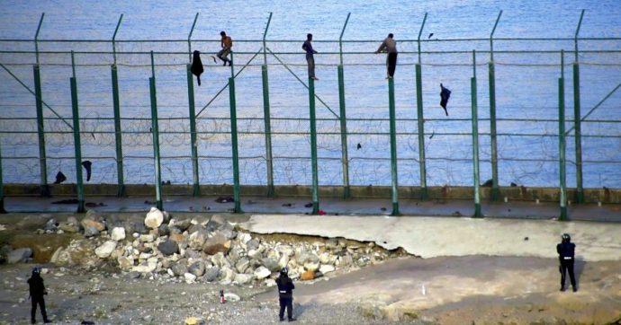 """La Spagna costruirà il muro anti-migranti più alto del mondo: 10 metri di altezza a Ceuta e Melilla. Ong: """"Madrid mai così brutale"""""""