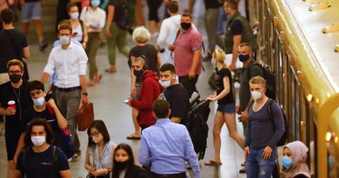 """Germania, i virologi lanciano l'allarme: """"La pandemia inizierà seriamente soltanto adesso"""". App anti-Covid scaricata già 18 milioni di volte"""