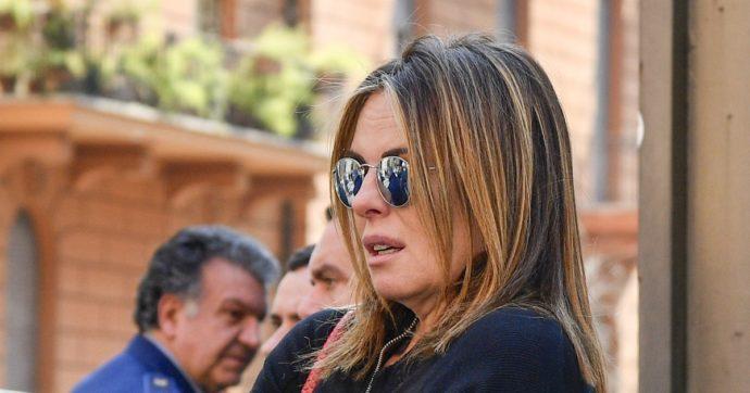 """Lo sfogo di Paola Perego a Belve: """"Sono stata il capro espiatorio nella chiusura di Parliamone sabato. Mio marito? Mai avvantaggiata"""""""