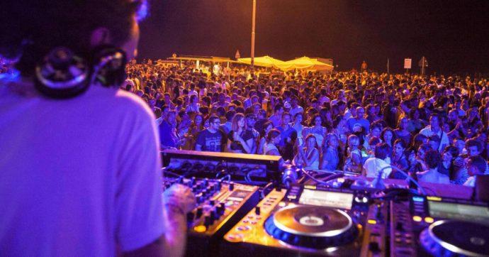 Coronavirus, quelli che ora vogliono strusciarsi in discoteca scordano pure i camion di Bergamo