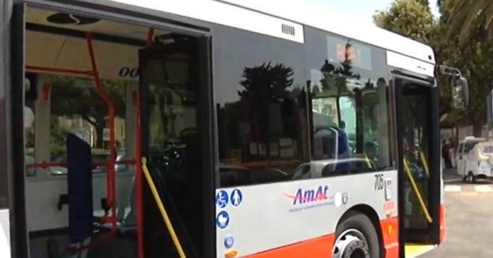 Rubano un bus delle linee urbane per andare in spiaggia: a Taranto è caccia ai ladri