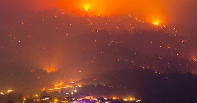"""Incendi in California: 4 morti e 33 feriti. Squadre di soccorso allo stremo. Governatore: """"Negate cambiamenti climatici? Venite qui"""""""