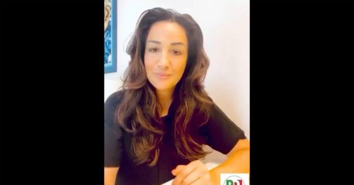 """""""Torna a casa tua con qualche clandestino"""", italo-colombiana si candida col Pd a Firenze e viene riempita di insulti razzisti sui social"""