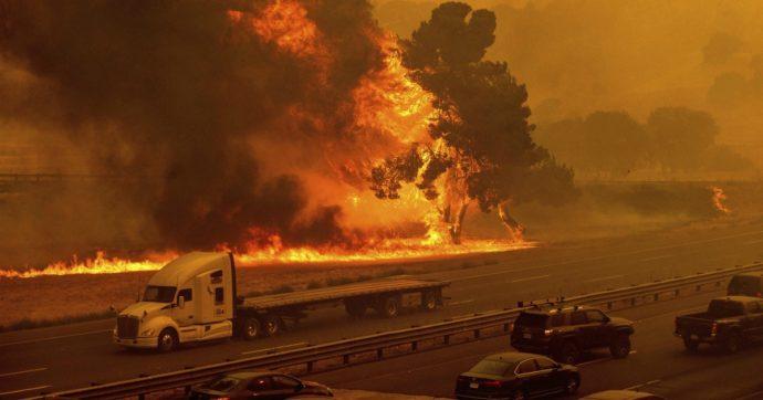 Incendi in California, bruciati oltre 400mila ettari. Trump proclama il disastro naturale. Atteso nuovo peggioramento del meteo
