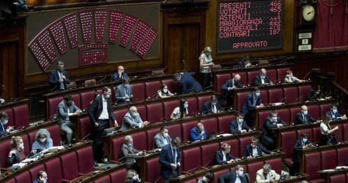 """Camera, manca (per 2 volte) il numero legale. Pd: """"In isolamento 41 deputati"""". Giunta del Regolamento: """"Da considerare in missione"""""""