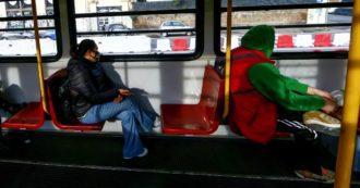 Compagni di classe e colleghi 'come congiunti' per derogare al distanziamento: la proposta di De Micheli e Regioni sul trasporto pubblico