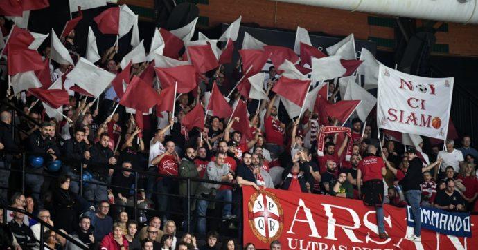 I tifosi tornano nei palasport dopo il lockdown: la prima partita con gli spettatori è Reggiana-Fortitudo Bologna di Supercoppa di basket