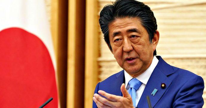 """Giappone, il premier Shinzo Abe: """"Mi dimetto per problemi di salute"""""""