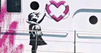 """Lo street artist Banksy: """"Ho deciso di comprare una nave per il soccorso perché l'Ue ignora le richieste di aiuto dei non europei"""". Il video"""