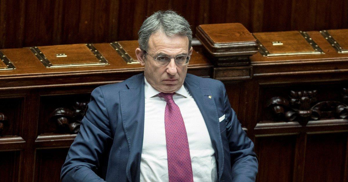 """Ambiente, Costa non mantiene la promessa """"La sede del ministero in affitto altri 4 anni"""""""