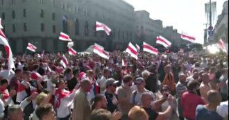 Bielorussia, tornano le manifestazioni contro il presidente Lukashenko: 100mila persone in piazza Minsk. La polizia arresta 125 manifestanti