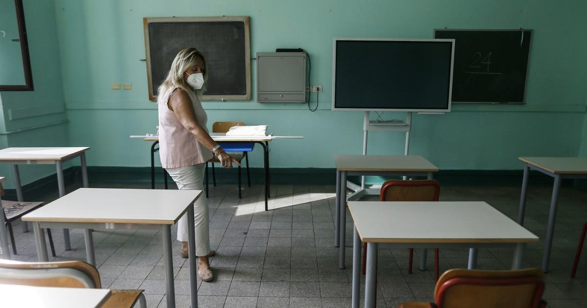 Rientro a scuola, insegnanti irresponsabili o sacrificabili? La polemica  copre il vero problema - Il Fatto Quotidiano