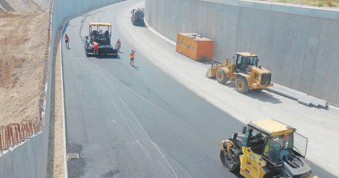 """Vicenza, l'autostrada inaugurata pochi mesi fa chiusa per allagamenti. La Regione si giustifica: """"L'acqua arriva dai campi coltivati"""""""