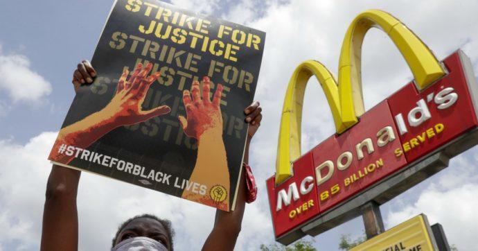 """McDonald's, 52 imprenditori afroamericani fanno causa alla catena per discriminazione razziale: """"A noi i ristoranti meno redditizi"""""""