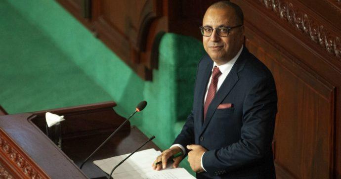"""Tunisia, il governo tecnico di Mechichi ottiene la fiducia in Parlamento. Conte: """"Congratulazioni, Italia pronta a cooperare"""""""