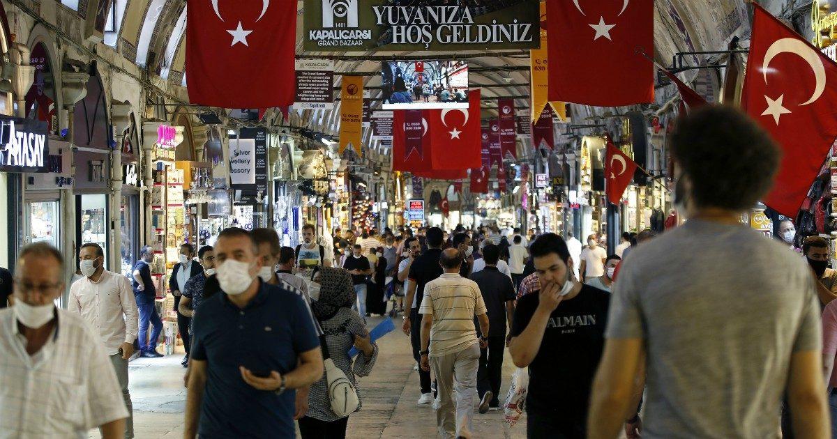 In Turchia avanza il Covid (ma a scriverlo sui social si rischia il carcere)