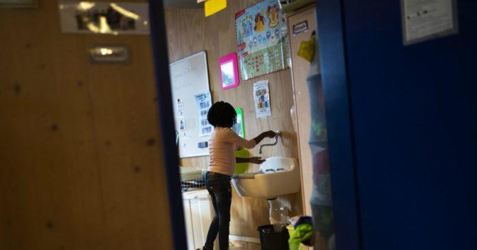 Francia, chiuse 22 scuole e 100 classi per casi di coronavirus: avevano riaperto martedì