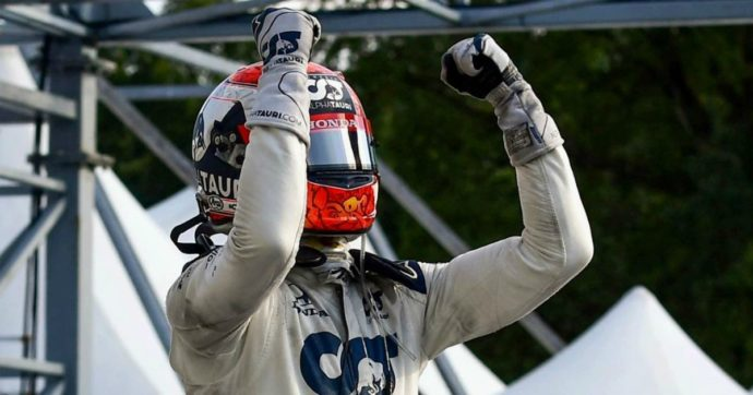 """Gp di Monza, vince Gasly con l'Alpha Tauri in una gara """"pazza"""". Disastro Ferrari: Vettel e Leclerc fuori. Penalità per Hamilton: chiude 7°"""