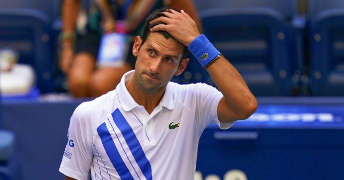 Djokovic squalificato, prima volta in 140 anni di Us Open. L'ultimo episodio buio nel 2020 di 'Nole', tra contagio e polemiche sul Covid