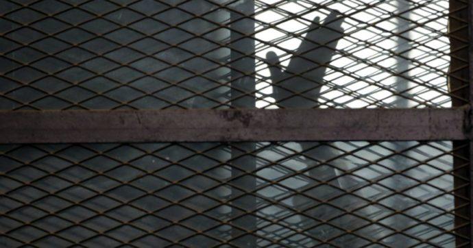 Egitto, l'avvocato dei Regeni beffato a un passo dalla liberazione. Niente cure in carcere: muoiono in 5