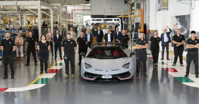 Lamborghini Aventador, sfornato a Sant'Agata Bolognese l'esemplare n° 10.000