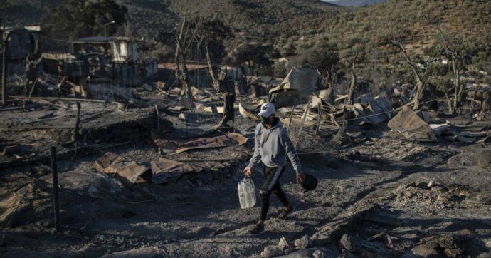 """Migranti, Ue pronta a """"finanziare un nuovo campo più moderno a Moria"""". In arrivo navi per assistere i più vulnerabili"""