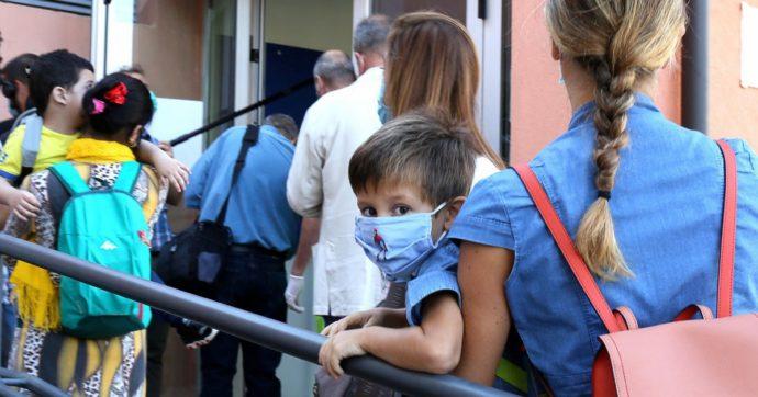 La mascherina obbligatoria per i bimbi di medie e elementari non aiuterà certo nella didattica