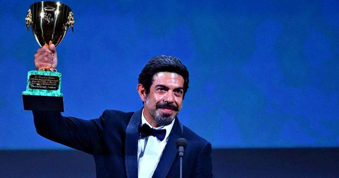 Mostra del Cinema di Venezia 2020, i vincitori: Coppa Volpi a Piefrancesco  Favino. Leone d'oro a Nomadland - Il Fatto Quotidiano