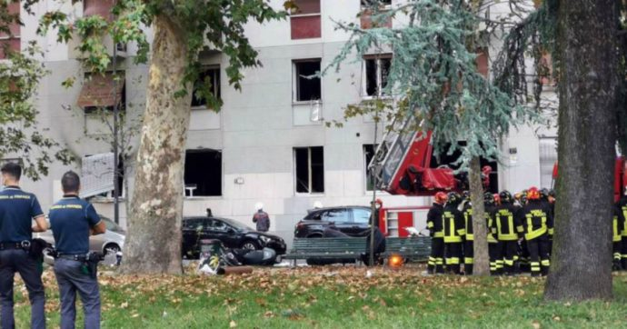 """Esplosione a Milano in un condominio vicino a Porta Romana: 6 feriti, uno è grave. Vigili del Fuoco: """"Probabile fuga di gas"""" – FOTO/VIDEO"""
