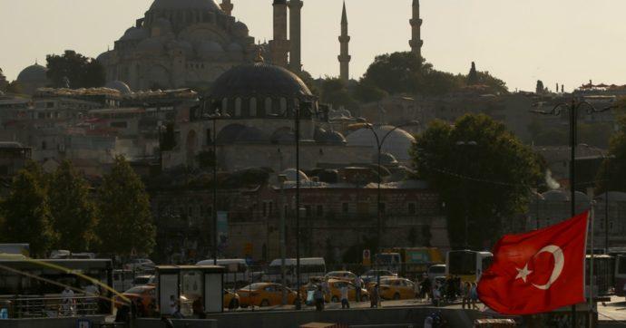 Moody's taglia il rating della Turchia. All'orizzonte il rischio di una crisi valutaria