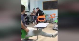 """Banchi a rotelle usati come autoscontro: video diventa virale su TikTok (e Salvini lo rilancia). Ma l'autore specifica: """"Risale al 2017"""""""